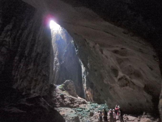 一筋の光が入る、神秘的な光景に出会う!