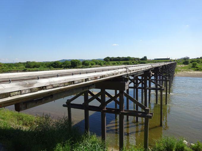 時代劇の定番ロケ地!「流れ橋」は京都の木津川に架かる日本最長級の木橋