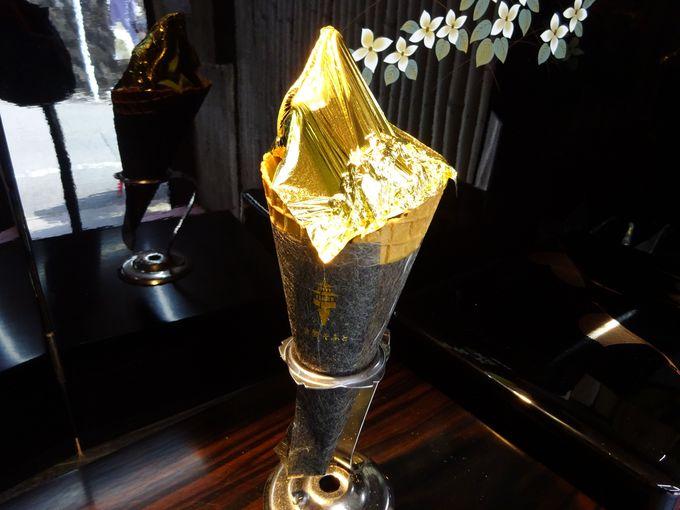 キラキラとゴージャスでSNS映え!金閣そふとは純金箔が乗ったソフトクリーム