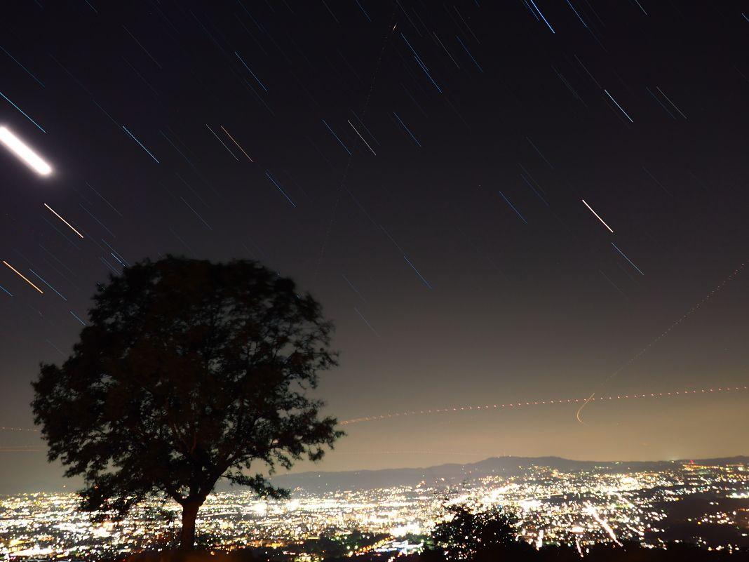 若草山からの夜景は宝石を散りばめたような美しさ