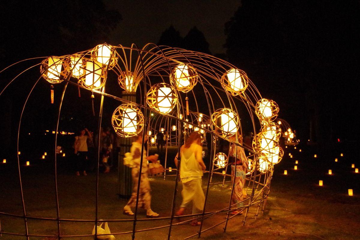 竹アートの灯りが幻想的な「浅茅ケ原」エリア