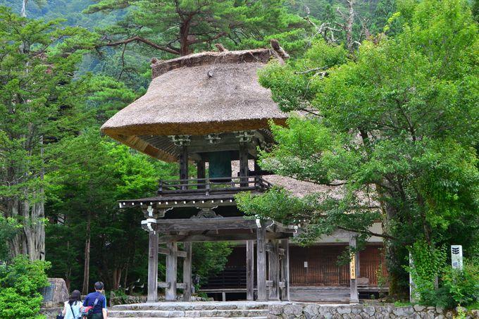 全国的にも珍しい合掌造りの寺「明善寺郷土館」