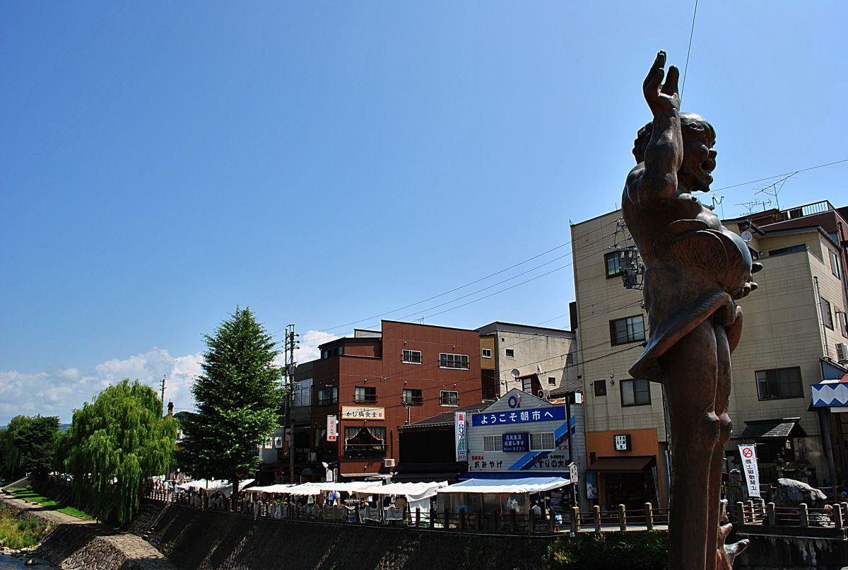 「高山朝市」とメインストリートの「さんまち通り」