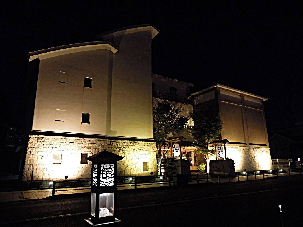 岸和田だんじり会館のライトアップも