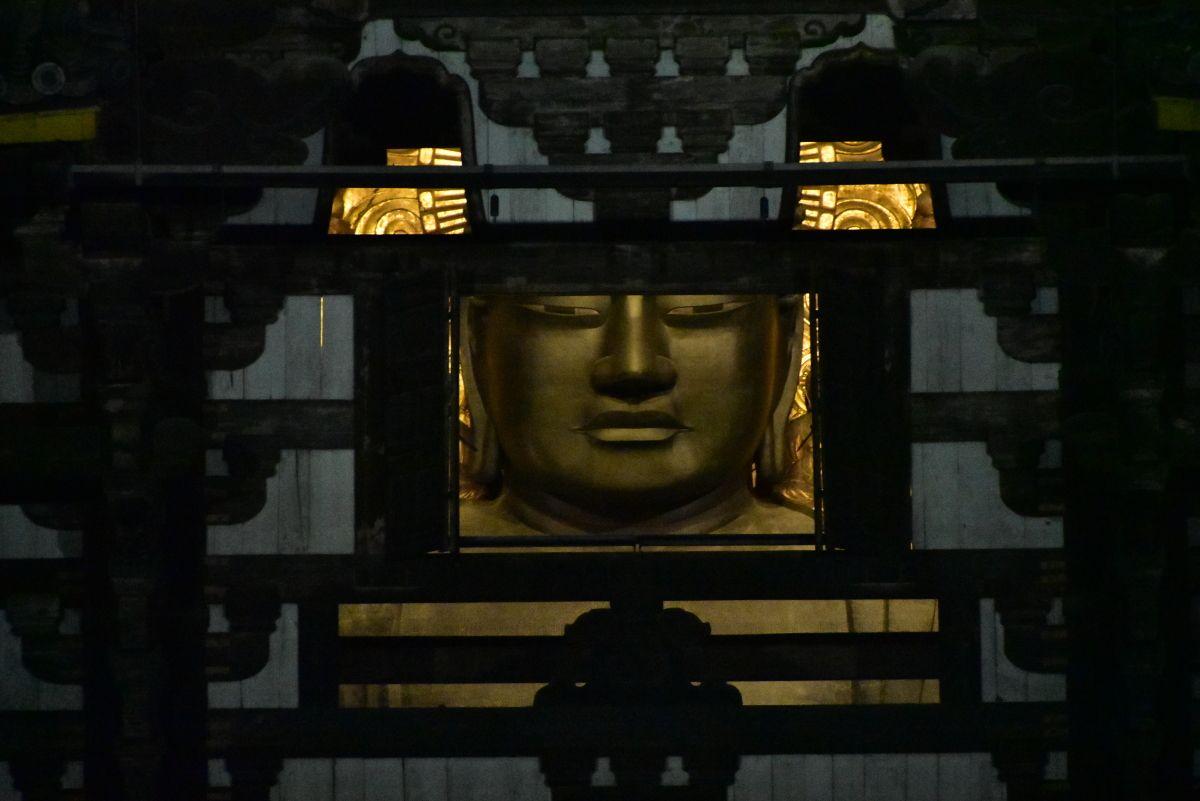 東大寺大仏殿の「観相窓」から大仏さまを拝顔しよう