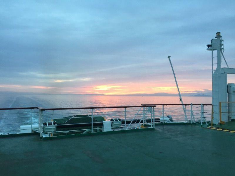 朝日と共に入港、快適に四国・伊予の旅へ!