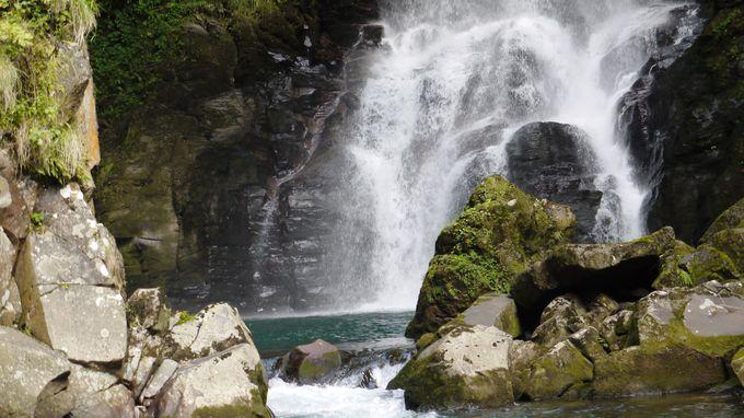 まずは、間近に滝壺から見る!