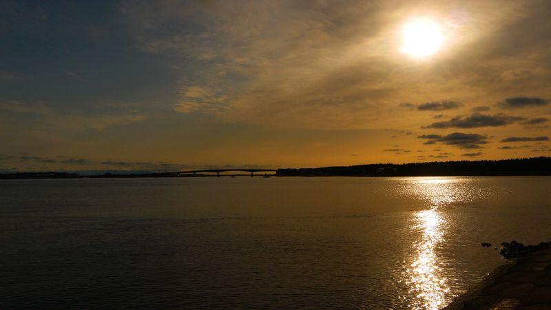 穏やかな旅情に浸る!しじみと夕陽、青森の十三湖