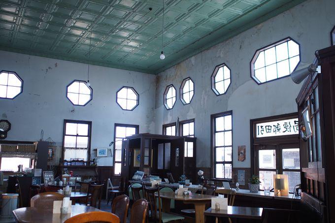 昭和レトロな郵便局「カフェ・ヌーベルポスト」で優雅にひと息