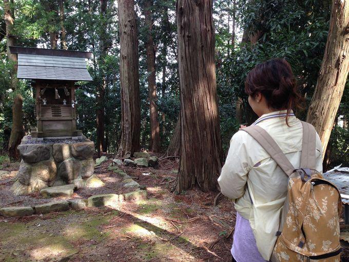 道中にある「山之神神社」で、トレッキングの安全祈願!