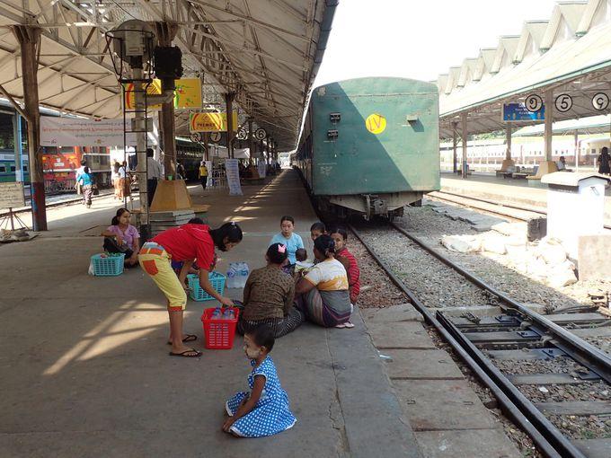 ヤンゴン中央駅を起点に乗るのがベター
