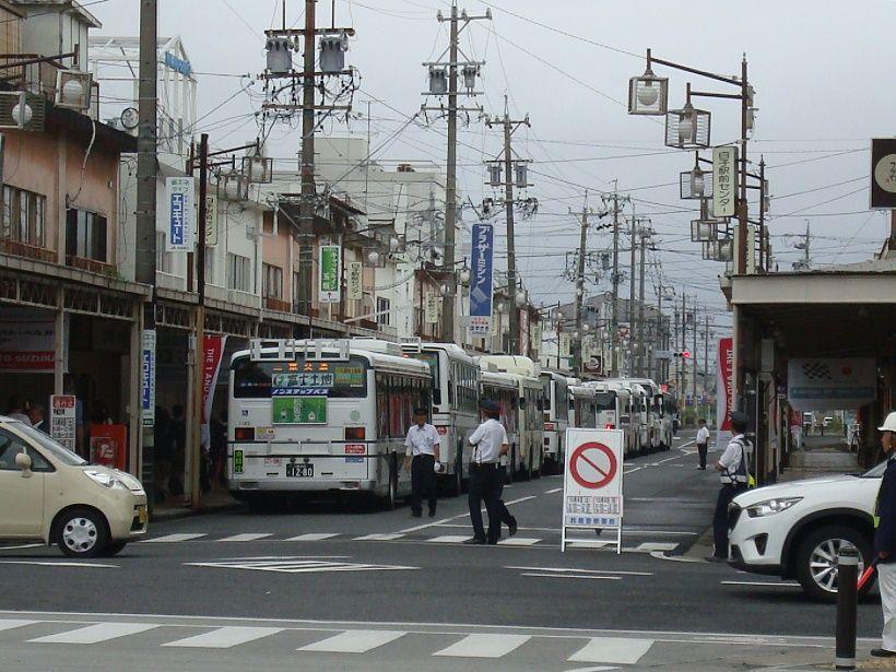 サーキットへは公共交通機関利用を。F1開催時には近鉄・白子駅から臨時シャトルバスも運行!