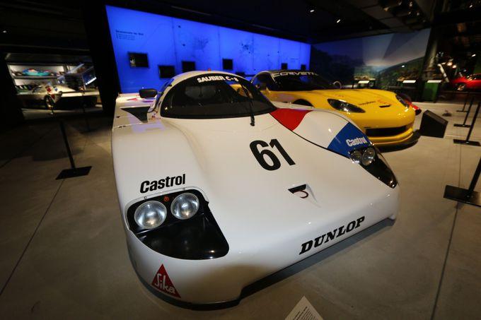 自動車の展示は子供もマニアも楽しめる!