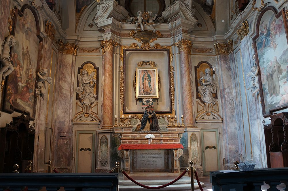 美しきモデル、シモネッタが眠るオンニサンティ教会で