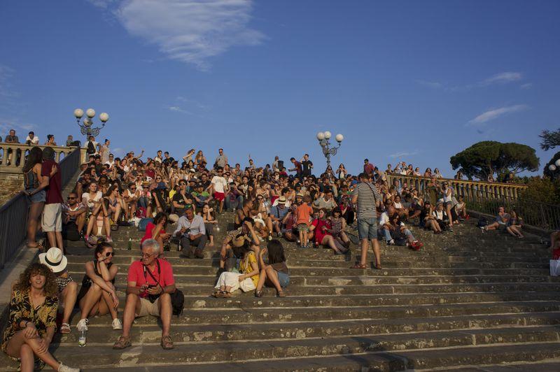 フィレンツェの赤屋根を夕陽が照らす!ミケランジェロ広場は絶景サンセットスポット