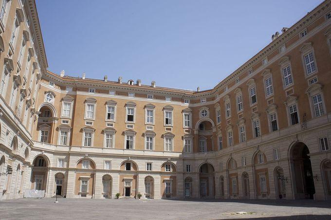 桁違い!合計1200部屋、総面積47000平方メートルの巨大な王宮の成り立ち