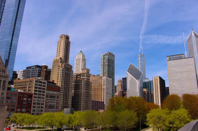 リバークルーズで巡る、シカゴのユニーク高層ビル