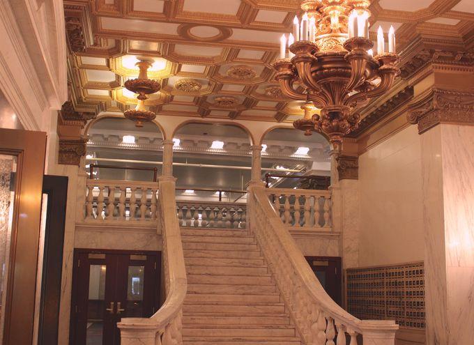 歴史的ビルディングのシンディーズ・ルーフトップ