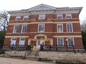 イリノイ州・ガリーナのかわいい刑務所ホテル「ジェイル・ヒル・イン」|アメリカ|トラベルjp<たびねす>