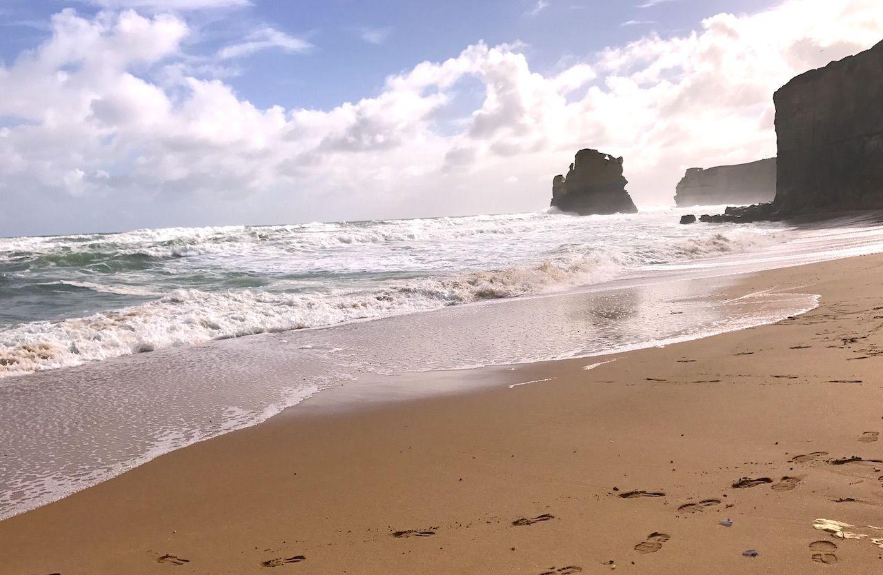 波打ち際で、南極おろしの風を体感する