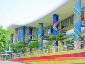 まるでガラスの宮殿!色彩に魅せられる、糸満「琉球ガラス村」|沖縄県|トラベルjp<たびねす>