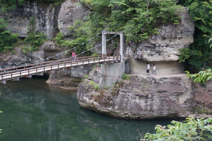 大人数での渡り禁止!のつり橋