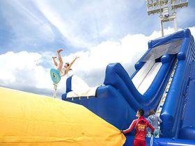 夏だ!ナイトプールも巨大スライダーも!大阪城ウォーターパーク|大阪府|トラベルjp<たびねす>