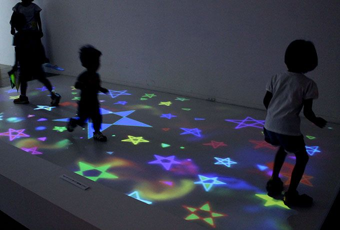 まるで魔法!大阪の遊べる体感型アート「魔法の美術館」