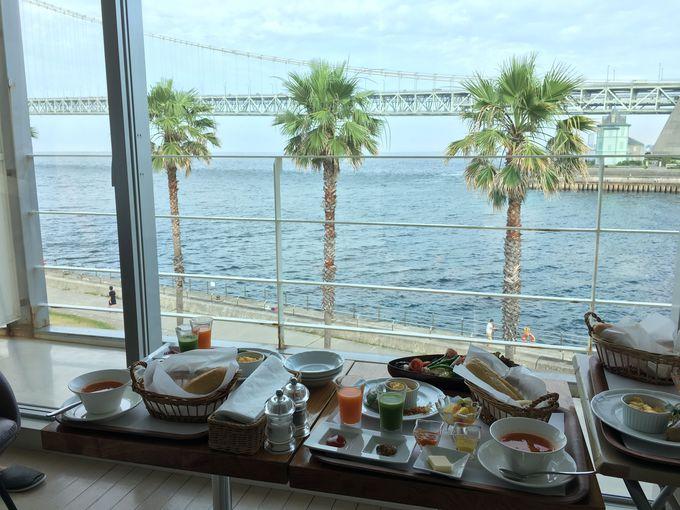 楽しみはとっておきのルームサービスの朝食