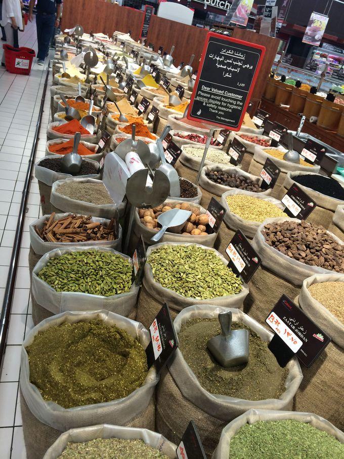 半端ない種類のスパイス・豆・ナッツ類