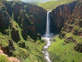 天空の王国レソト!アフリカ最大落差を誇るマレツニャーネの滝で絶景トレッキング!