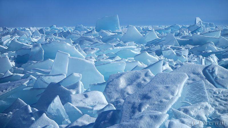 年に一度の地球の奇跡!ロシア・バイカル湖に訪れる氷のスーパーイリュージョン