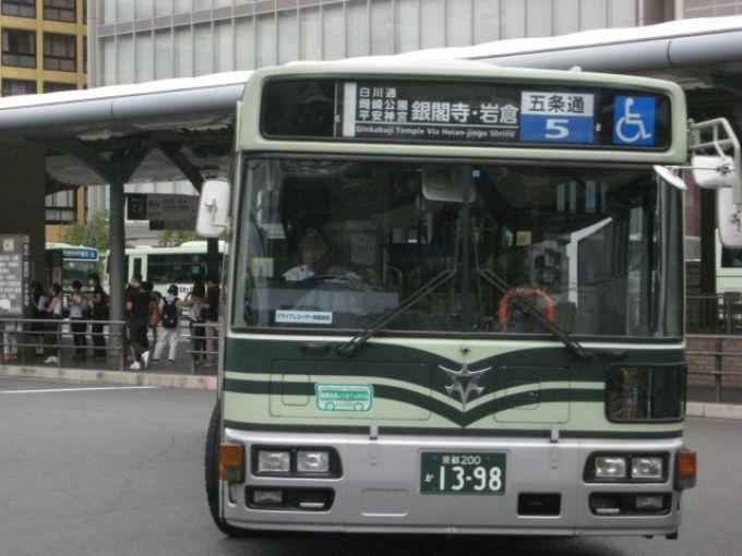 京都市内を縦横無尽に駆け巡るバス