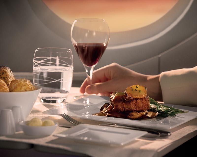 ビジネスクラス機内食は世界の一流シェフがプロデュース