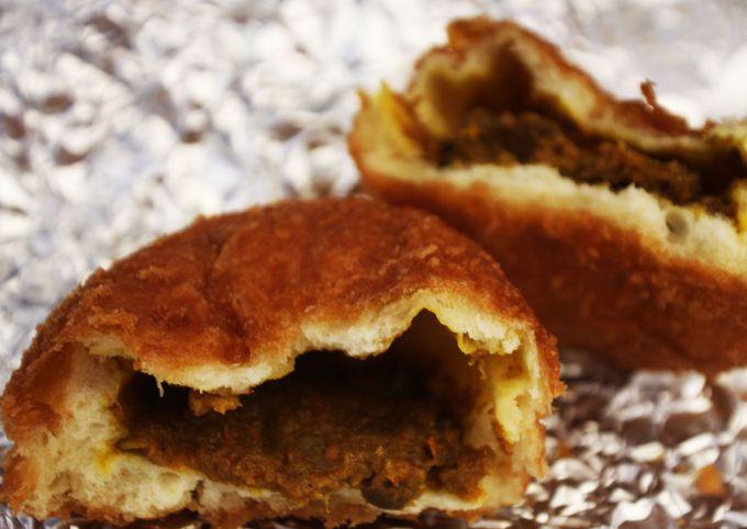 焼肉たむらのお肉が入ったカレーパンも