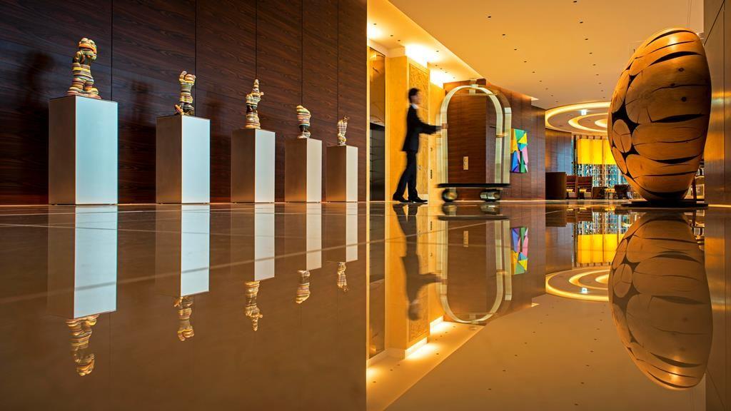 外光を受けて輝くモザイクタイルが印象的「インターコンチネンタルホテル大阪」