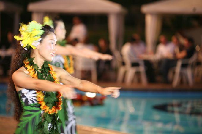 屋外プールで食事とお酒を楽しめる「千里阪急ホテル」