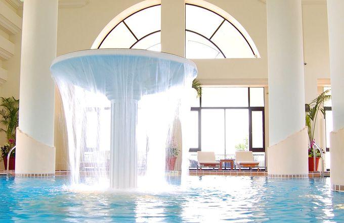 アクティビティ、海、プールを楽しめる「ホテル日航アリビラ」
