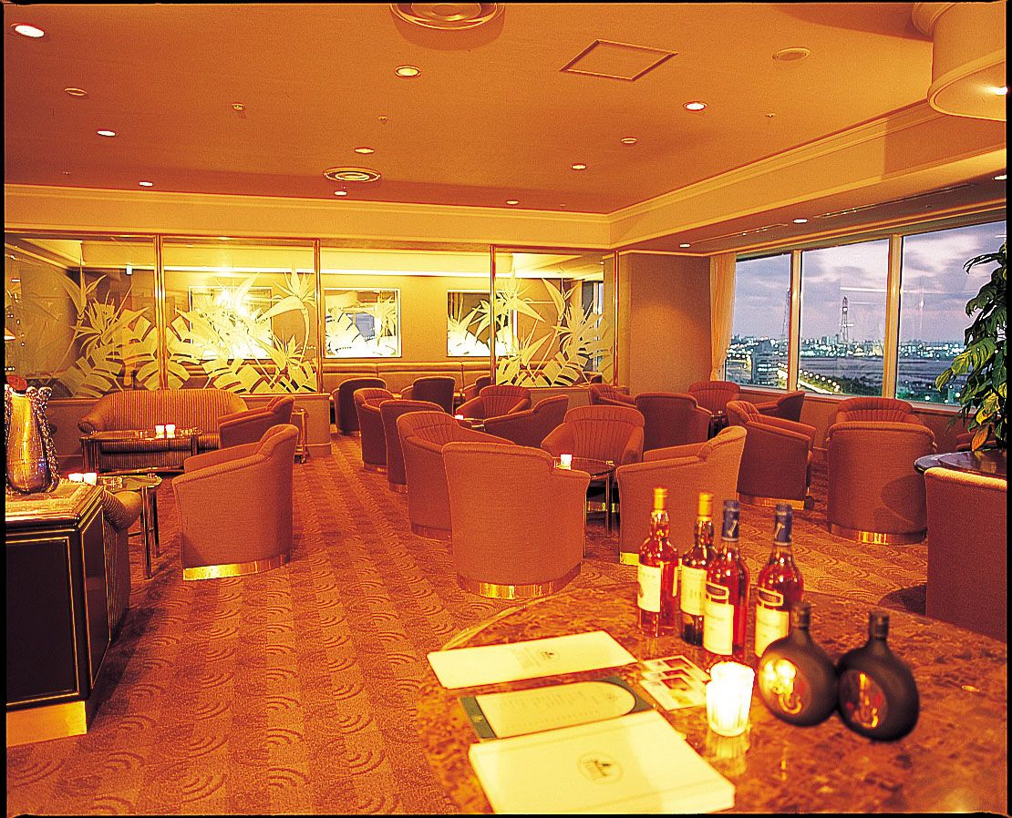 夕日が沈む様を見ながらお酒を楽しめる「ラグナガーデンホテル」