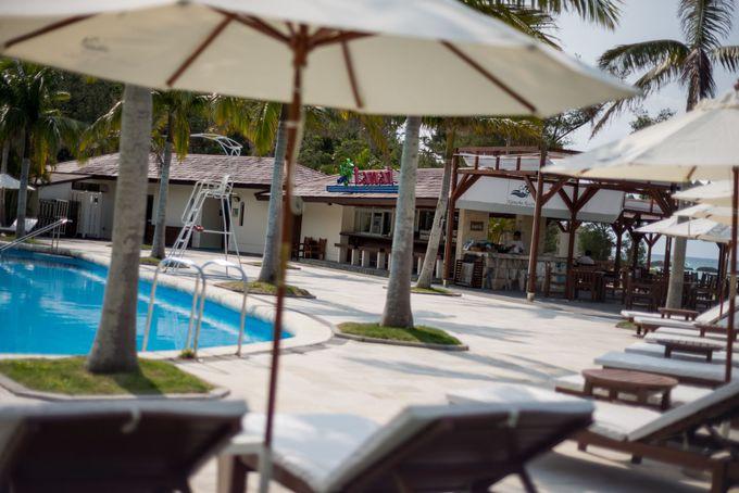 ビーチサイドテラスで優雅に過ごせる「カヌチャベイホテル&ヴィラズ」