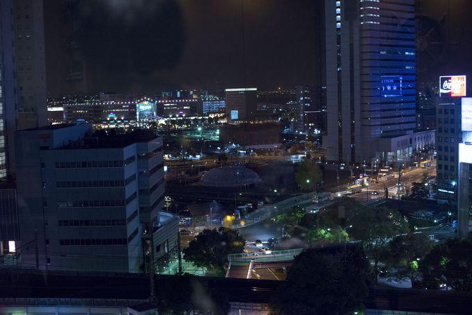 レストラン&バーで夜景を眺められる「ブリーズベイホテル・リゾート&スパ」