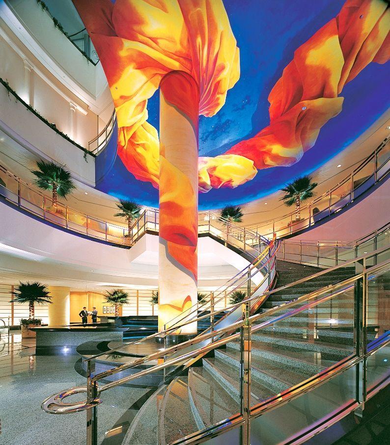 バルコニーから夜景を満喫できる「横浜ベイホテル東急」