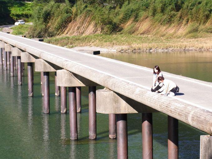 仁淀川の下流にある写真スポット「名越屋の沈下橋」