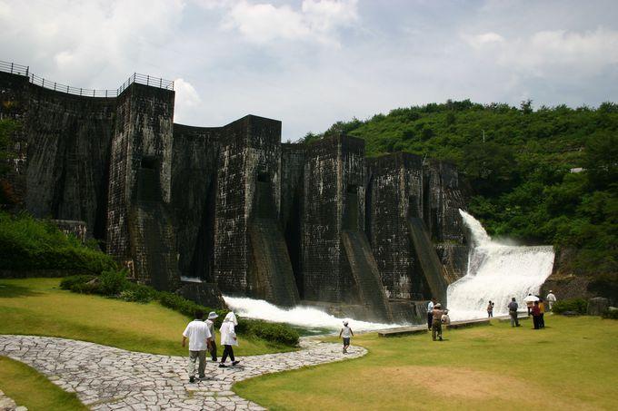 香川に日本最古の石積式ダムがあった!「豊稔池ダム」