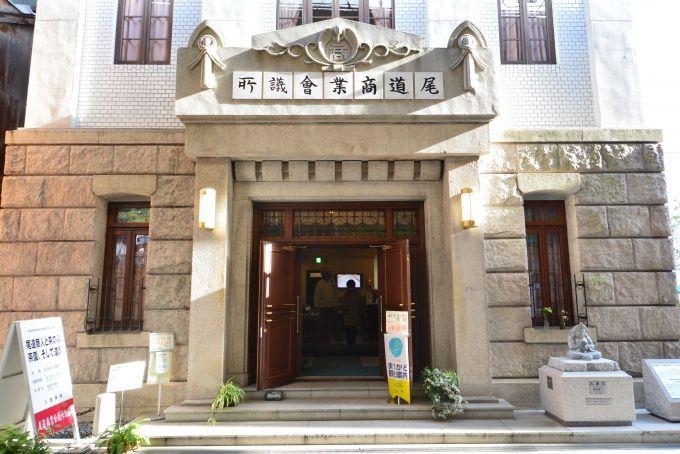 商店街に佇む大正レトロな「尾道商業会議所記念館」