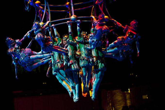 3.絶大な人気「ザ・ハウス・オブ・ダンシング・ウォーター」水上ショー