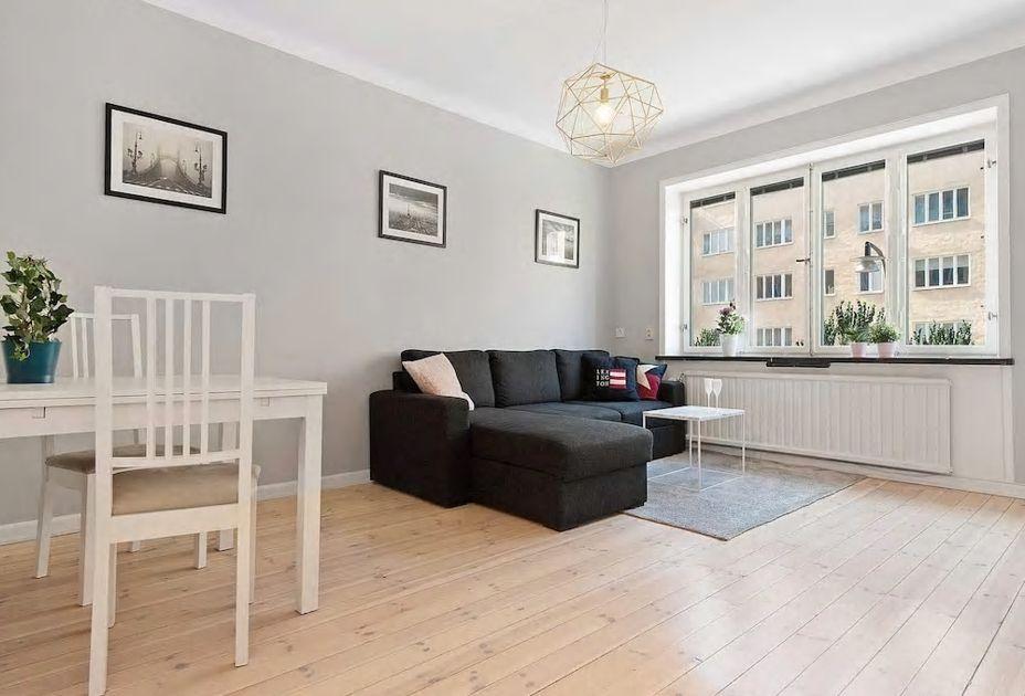 2.白い家具に白木の床、美しい北欧デザインのお部屋